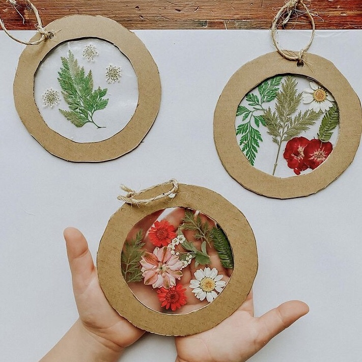 10 No Shop Christmas Crafts and Activities